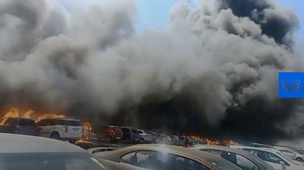 آتشسوزی در حاشیه نمایشگاه هوایی در هند؛ صدها خودرو طعمه حریق شدند
