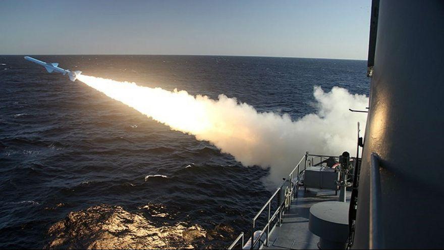 آزمایش دو موشک کروز در دریای عمان؛ شمخانی: بستن تنگه هرمز قطعی نیست