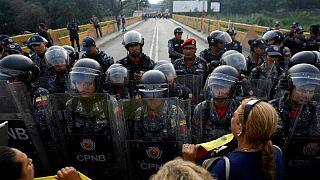 چهار نظامی ونزوئلا به کلمبیا گریختند