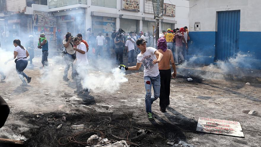 Venezuela: Kolombiya sınırında plastik mermi ve biber gazlı müdahale