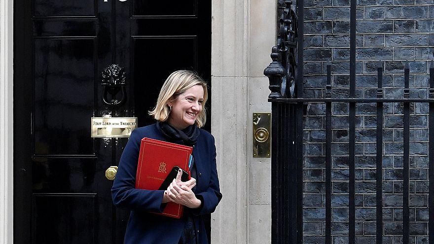 Brexit : trois ministres de May demandent un report