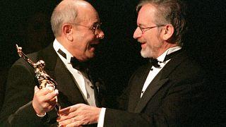 الموت يغيب المخرج الأمريكي ستانلي دونين عن عمر ناهز 93 عاما
