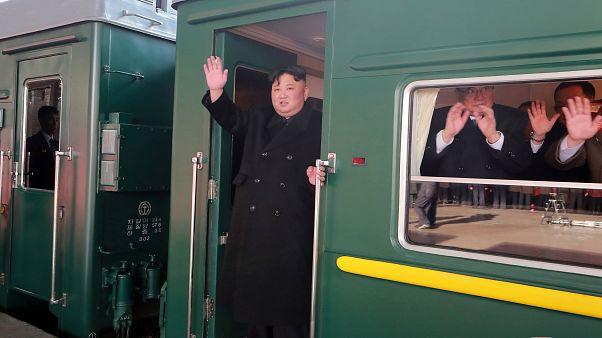 Kim Jong-Un a caminho da cimeira do Vietname