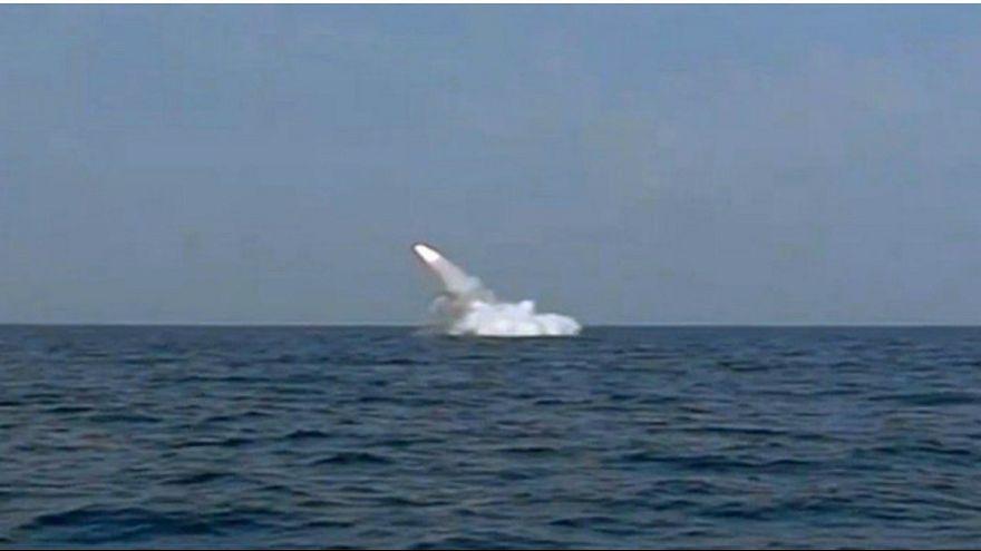 شلیک موشک کروز از زیردریایی در جریان رزمایش ایران