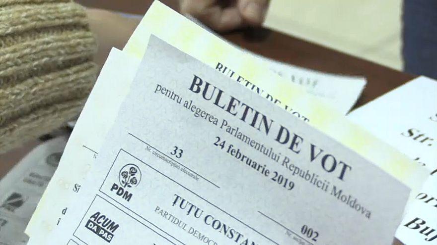 Граждане Республики Молдова голосуют на парламентских выборах