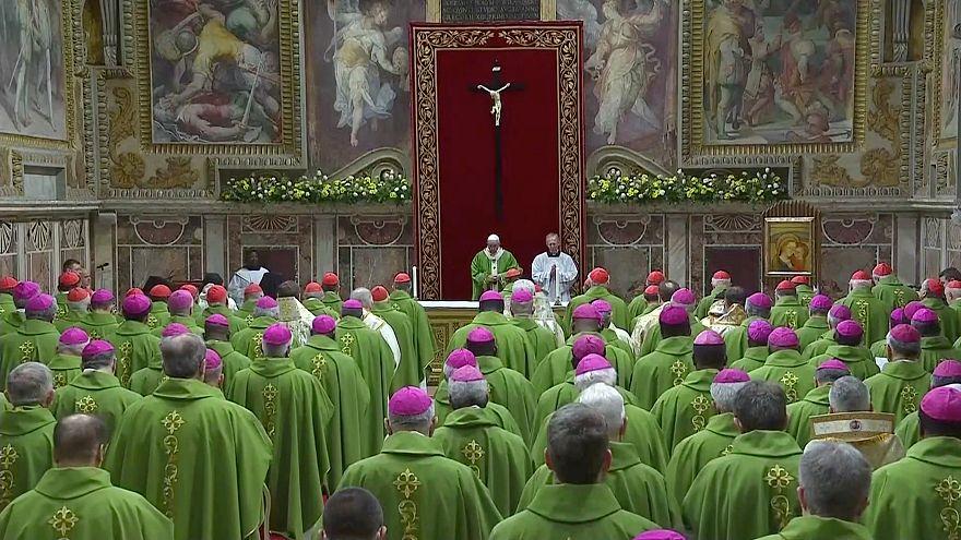 "Papst beendet 4-tägigen Vatikan-Gipfel: ""Getan hat er nichts"""