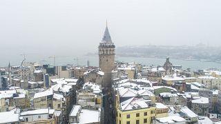 Video | İstanbul'dan kar manzaraları: Hava ve deniz ulaşımı aksadı, okullar tatil