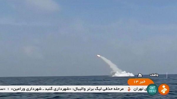 Irão testa míssil de cruzeiro lançado de submarino
