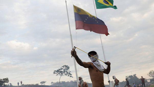 Un camión con ayuda humanitaria se incendia en la frontera con Venezuela