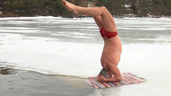 Klirrende Kälte: Yoga auf dem Eis