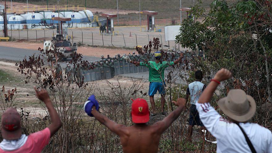 Calma tensa en las fronteras venezolanas a la espera del Grupo de Lima