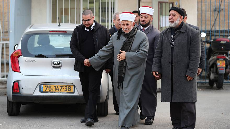 الشيخ عبد العظيم سلهب رئيس مجلس الأوقاف الأعلى بالقدس بعد إطلاق سراحه