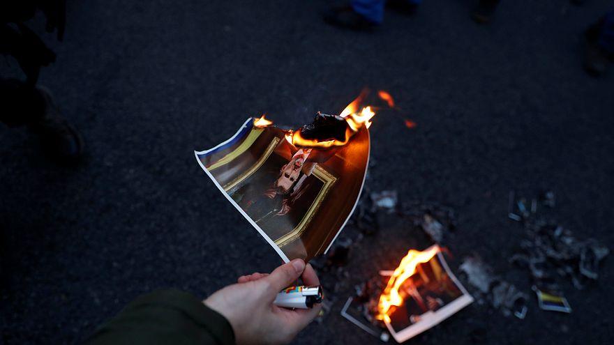 Re Filippo VI contestato a Barcellona dai manifestanti pro-indipendenza
