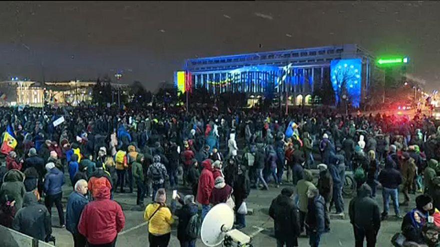 Romanya'da binlerce kişi, ülke genelinde hükümetin son yargı reformunu protesto etti