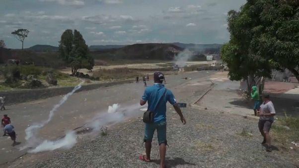 Scontri al confine fra Venezuela e Colombia per la consegna di aiuti umanitari