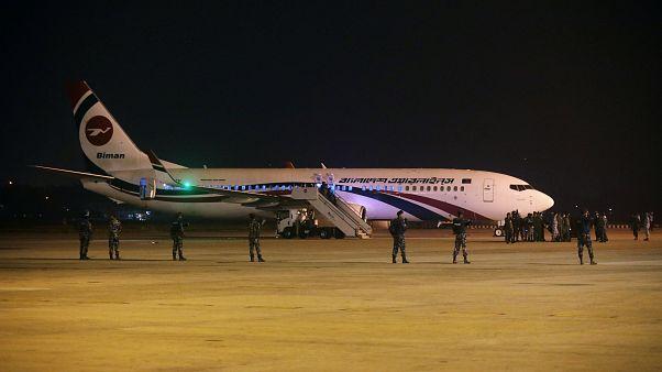 شرطة بنغلاديش تكشف السلاح الذي استخدمه رجل حاول خطف طائرة متجهة إلى دبي