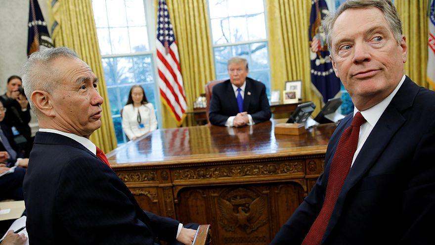 ليو هي نائب رئيس الوزراء الصيني والممثل التجاري الأمريكي روبرت لايتهايزر