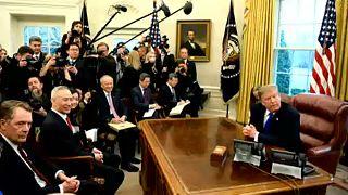 Trump adia novas tarifas à China