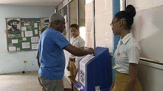 Οι πολίτες της Κούβας αποφασίζουν για τη συνταγματική αναθεώρηση