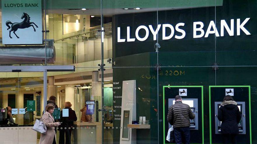 وثائق تظهر أجورا خيالية لرؤساء البنوك البريطانية تفوق متوسط الموظفين 120 مرة