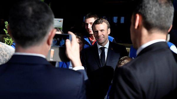 Fransa'da Sarı Yeleklilelere destek azalırken, Macron'un popülaritesi tırmanışa geçti