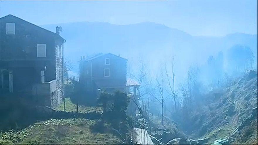 Στις φλόγες παραδόθηκαν χιλιάδες στρέμματα στην Κορσική