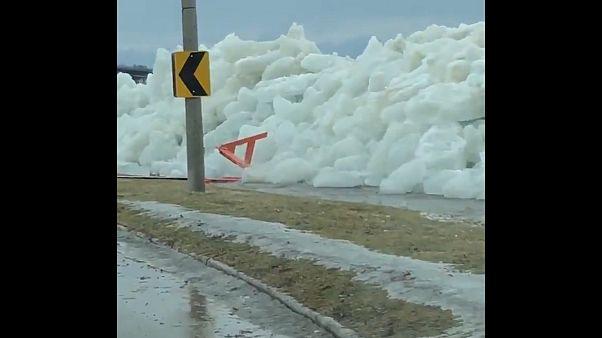 Снежная стена и снежная дорога