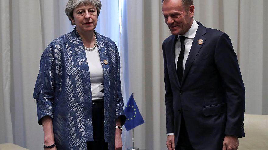 "Theresa May empenhada em manter ""Brexit"" no dia 29 de março"