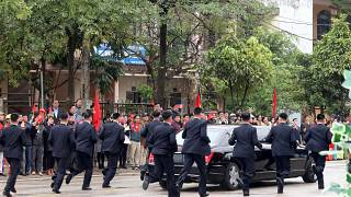 North Korea's Kim Jong-un accompanied by running bodyguards on his way to Hanoi