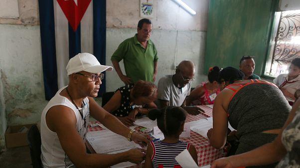 Küba'da halk anayasa değişikliğine 'evet' dedi