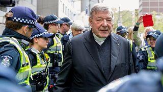 Çocuk tacizinden suçlu bulunan Vatikan'ın Hazine Bakanı parmaklıklar ardında