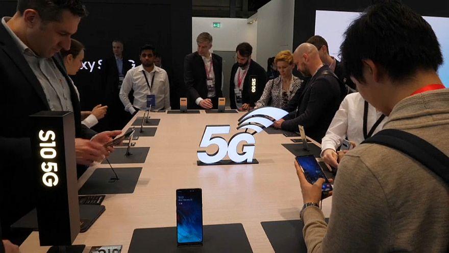 سباق خدمات الجيل الخامس 5G في معرض برشلونة العالمي للهواتف النقالة