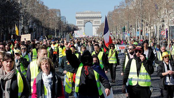 مسؤولة أوروبية تنتقد فرنسا بسبب أزمة السترات الصفراء