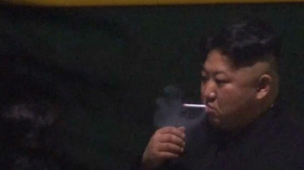 Kuzey Kore lideri Kim Jong 'un'un sigara keyfi