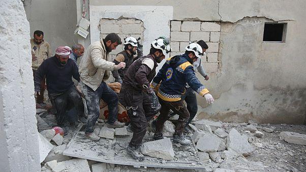 کشته شدن ۲۰ طرفدار رژیم سوریه و فرار هزاران نفر از بمباران خانشیخون