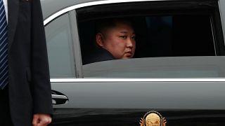 Video: Kuzey Kore'ye gönderildiği düşünülen 90 bin şişe votkaya Hollanda gümrüğü el koydu