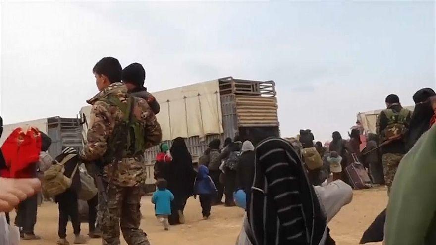 اجلاء المئات من النساء والأطفال من باغوز في سوريا