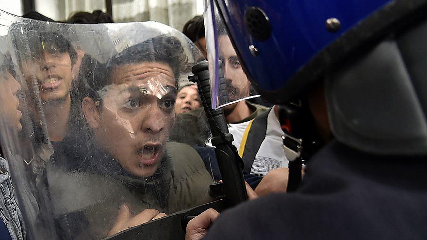 Des milliers de jeunes Algériens dans la rue : marre de Bouteflika!
