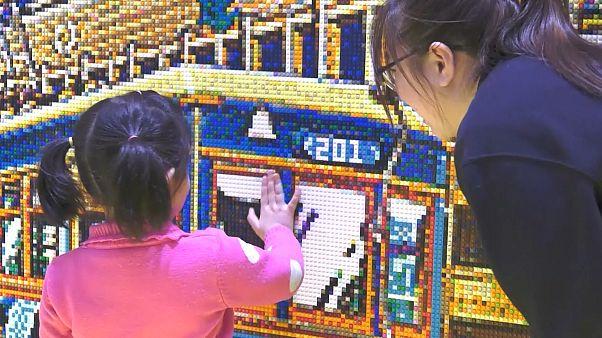 120 satte 80 bin Lego parçasını birleştirerek kentini resmetti