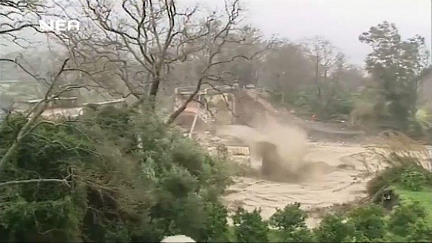 Наводнение снесло 111-летний мост