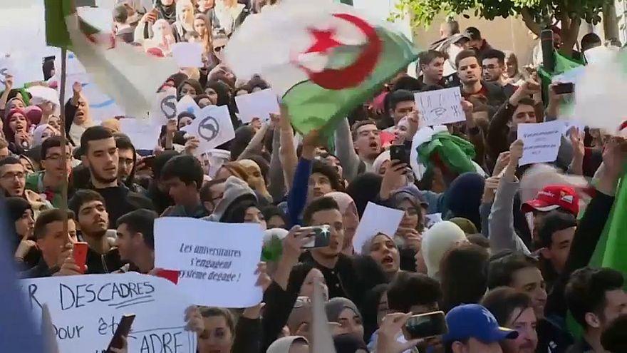 من تظاهرت طلاب الجزائر ضد ترشح بوتفليقة لعهدة خامسة