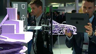 World Mobile Congress: Faltbare Handys, 5G und Roboter, die Kaffee machen