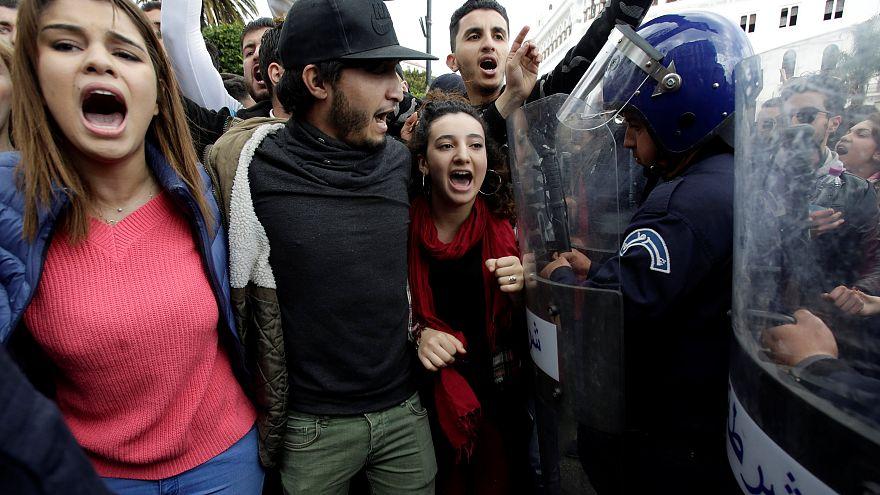 Algerien: Studentenproteste gegen erneute Kandidatur Bouteflikas (81)