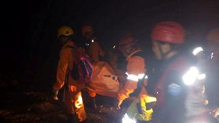 Dezenas de desaparecidos em colapso de mina ilegal