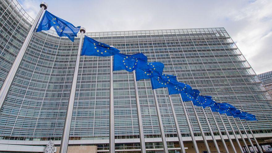 Κομισιόν για Ελλάδα: Πρόοδος και υπερβολικές ανισορροπίες