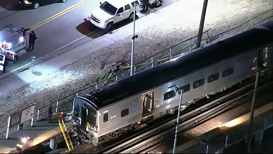 Két vonat rohant bele egy autóba New York mellett