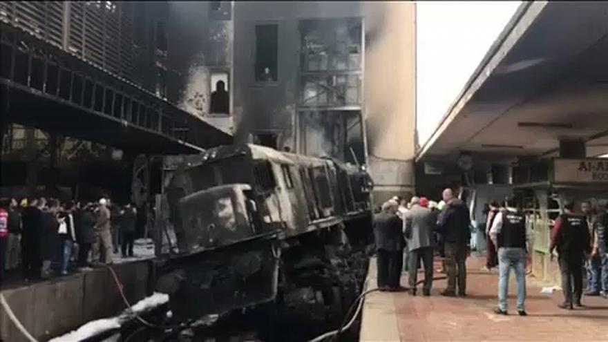 Egypte : accident puis incendie d'un train au Caire, 20 morts