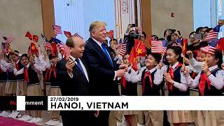 Hanoi: Trump sventola la bandiera vietnamita