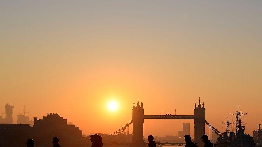 Watch: Warm weather sends NO2 levels rocketing through Europe