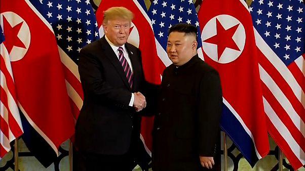 2. Gipfel in Hanoi: Trump und Kim schütteln 10 Sekunden lang Hände